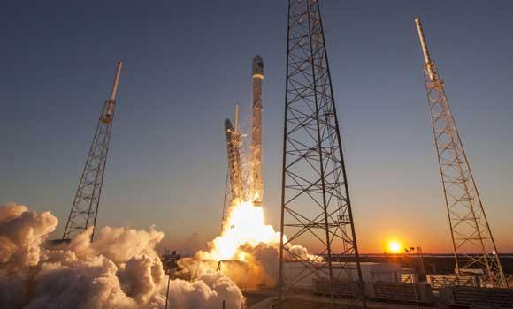 Возвращаемая ступень Falcon 9 впервые села на морскую платформу