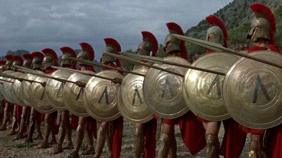 В батальных сценах фильма «300 спартанцев» задействовано более  5000 человек