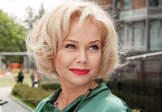 Елена Корикова как и прежде прекрасно выглядит