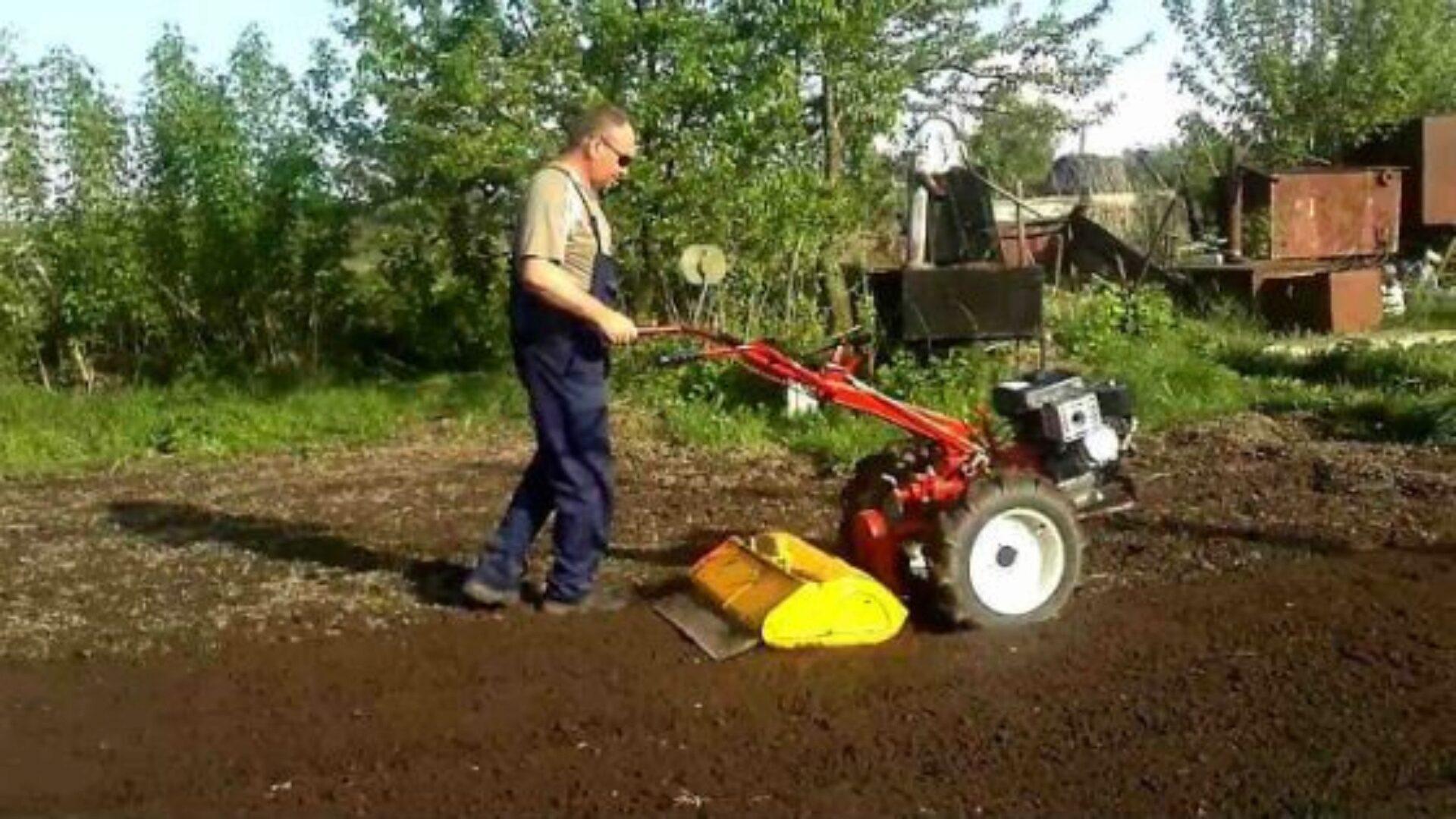 Мотоблок поможет подготовить почву к посадке