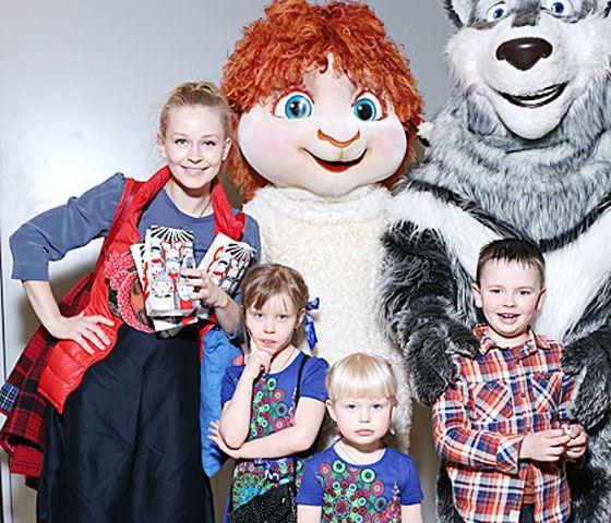 Юлия с дочерьми