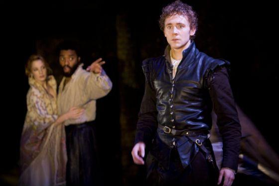 Том Хиддлстон в спектакле