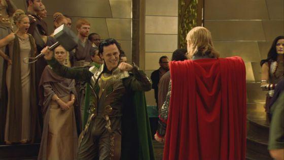 Обаятельный Том Хиддлстон в роли Локи покорил всех зрителей