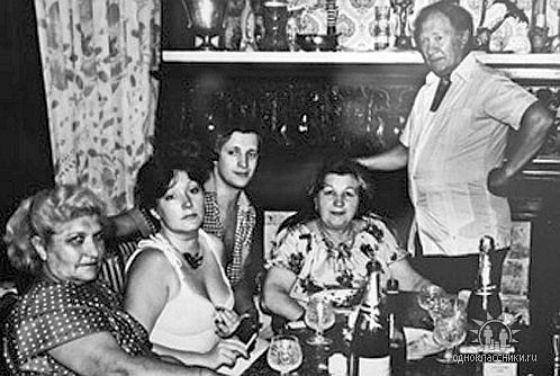 Алла Пугачева с родителями (справа), Евгением Болдиным и подругой мамы