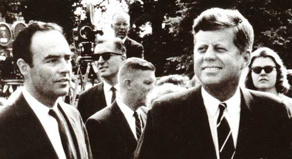 Бывший советник Кеннеди решил вступить в брак с мужчиной