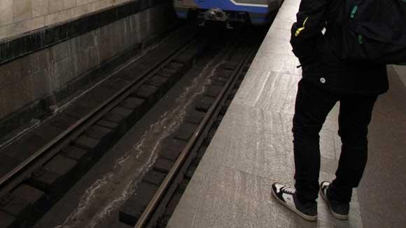 Пассажир упал на пути во время драки на станции метро «Пушкинская»