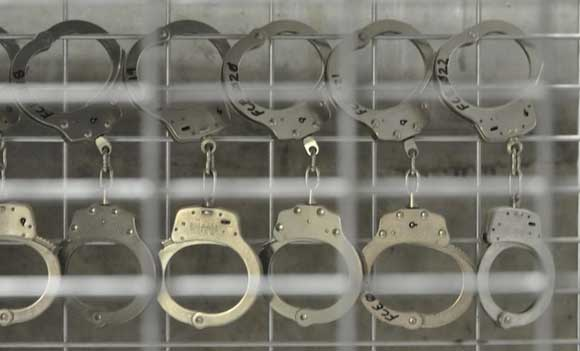 Две москвички наказали неверного любовника, изнасиловав его