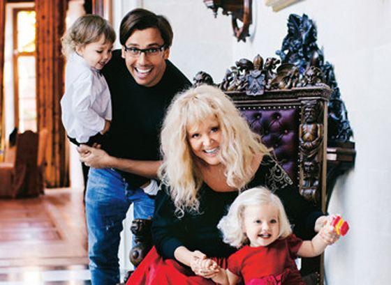 Алла и Максим с детьми