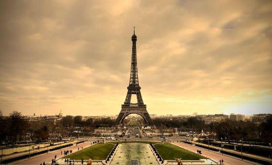 Эйфелевая башня - символ Парижа