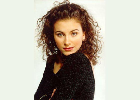 В 1999 году Ани Лорак отправилась в первое мировое турне
