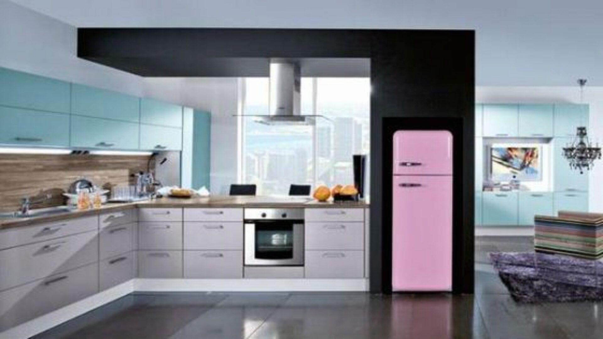 Холодильник не должен стоять близко от плиты