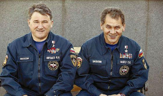 Отец Андрея Воробьева (слева) – соратник Сергея Шойгу