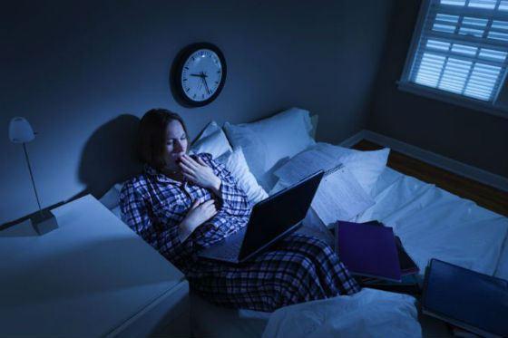 Для хорошего сна не стоит держать в спальне телевизор или ноутбук