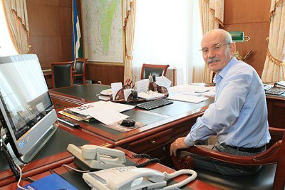 Head of Bashkortostan Rustem Khamitov in his office