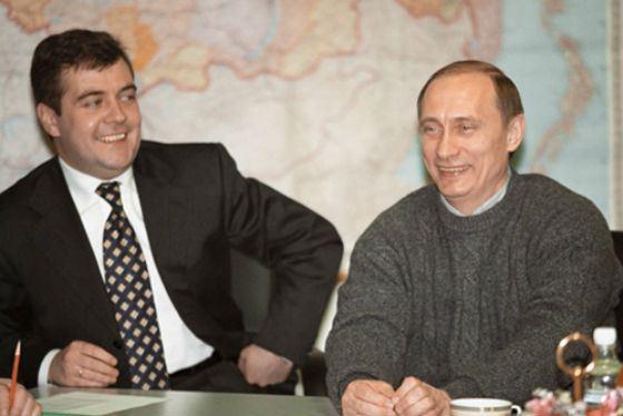 Владимир Путин и Дмитрий Медведев в начале 2000-ых