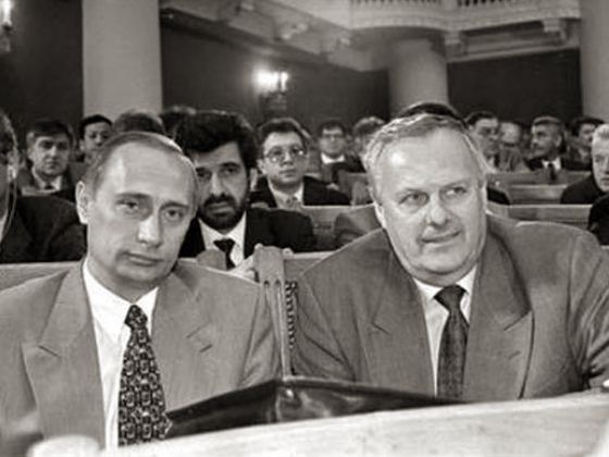 8. Путин входил в команду Анатолия Собчака