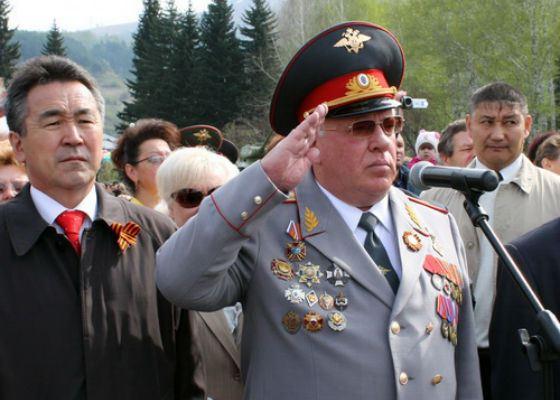 В 1993 Александру Бердникову было присвоено звание генерал-майора милиции