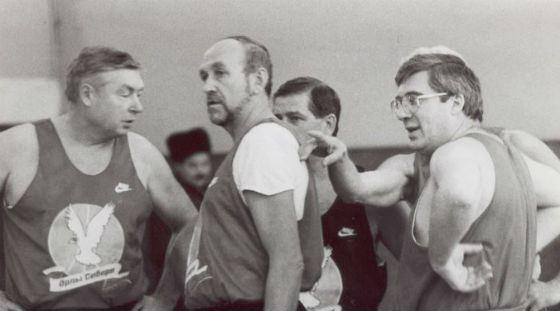 Виктор Толоконский играет в баскетбол (90-е годы)