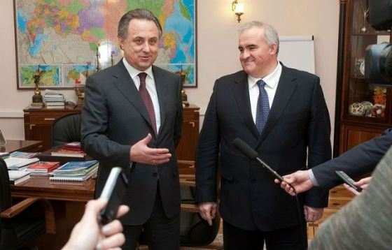In the photo: Sergey Sitnikov and Sports Minister Vitaly Mutko