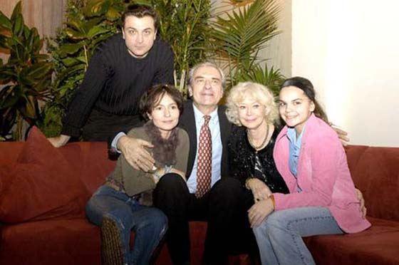 Александр Лазарев-младший с родителями, женой и дочкой