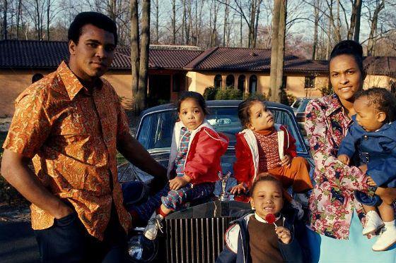 Мохаммед Али с второй женой и детьми от второго брака