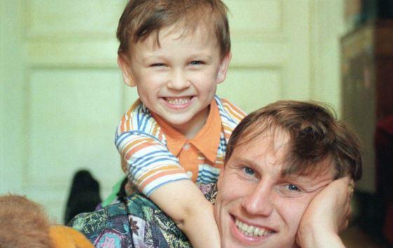 Маленький Денис Черышев с отцом, Денисом Черышевым