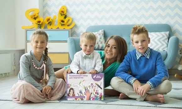 Юлия Барановская с тремя своими детьми