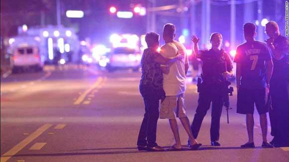 Фото с места стрельбы в ночном клубе в Орландо