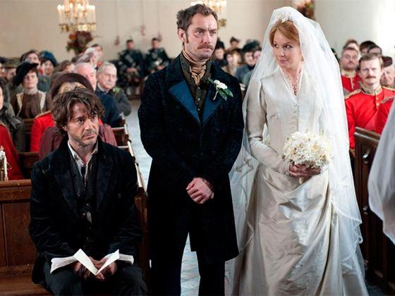 "Jude Law in the movie ""Sherlock Holmes"""