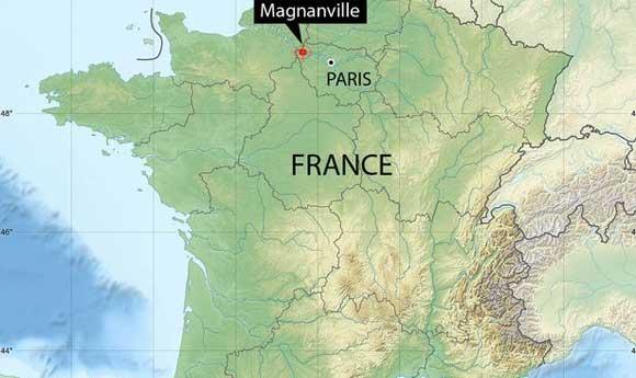 Мужчина убил полицейского и взял его семью в заложники под Парижем