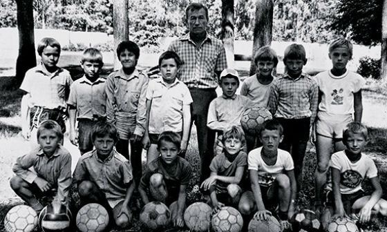 """Alexey Berezutsky in the school """"Shift"""" (second from the left in the bottom row)"""