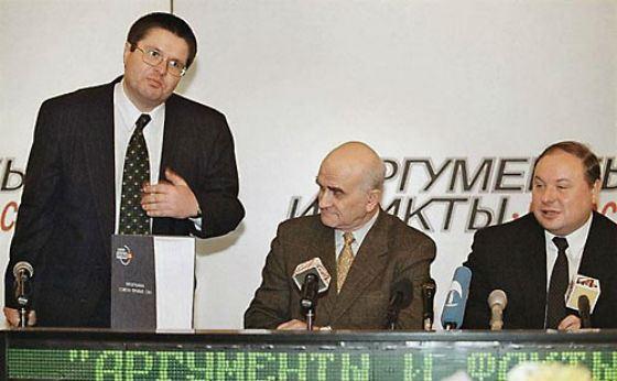 На фото: Алексей Улюкаев, Евгений Ясин и Егор Гайдар