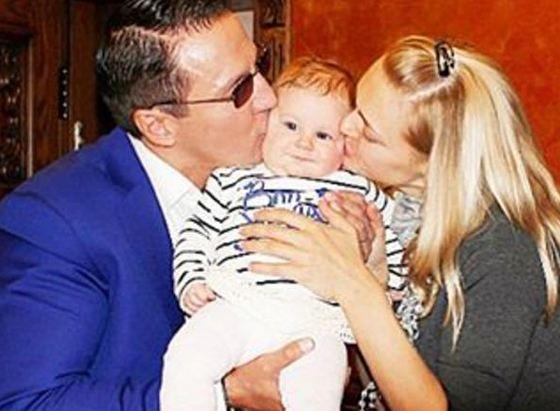 Алексей Дайнеко с женой и дочерью