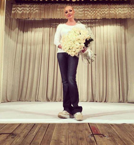 Анастасия Волочкова на сцене ДК «Юбилейный»
