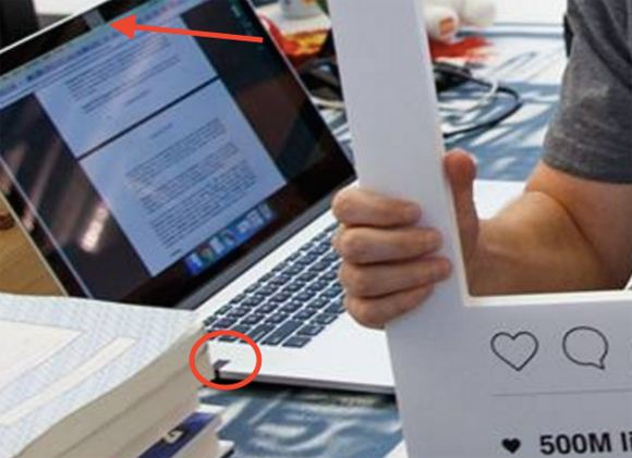 Марк Цукерберг заклеил камеру ноутбука изолентой