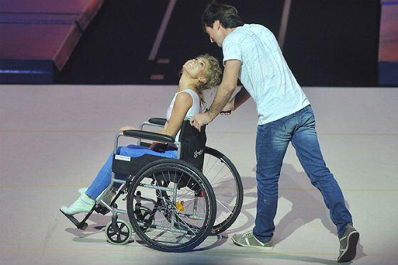 В прошлом году Асмус покинула шоу «Без страховки» из-за сломанной ноги