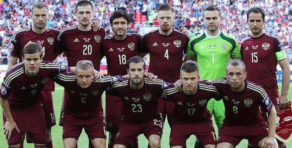Общественность призывает к тому, чтобы распустить сборную РФ по футболу