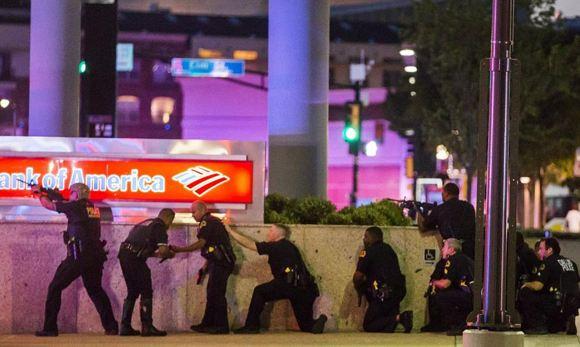 В Далласе на акции протеста застрелили четверых полицейских