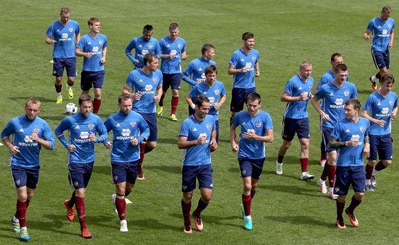 Петицию о роспуске сборной РФ по футболу подписали более 800 тысяч человек