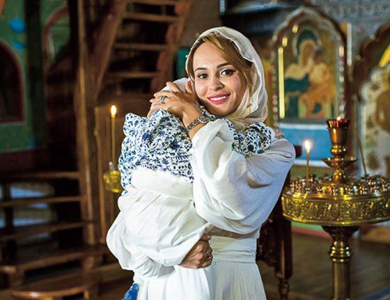 Анна Калашникова в храме с сыном