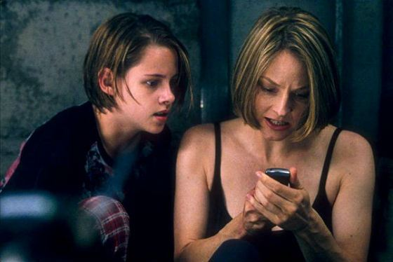 Kristen Stewart and Jodie Foster in the movie