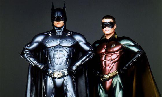 Бэтмен и Робин из всех сил спасают мир