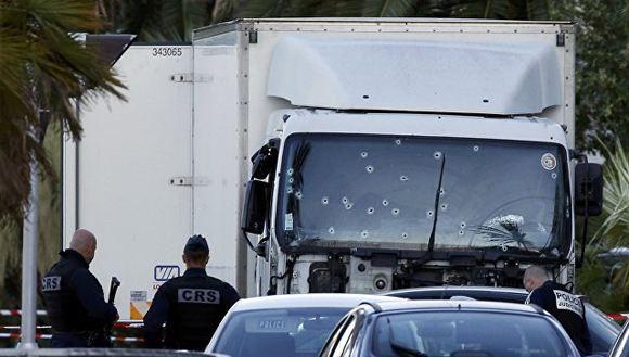 Расстрелянный полицией грузовик террориста из Ниццы