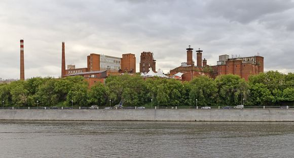 Вид на корпуса Трехгорного завода в Москве