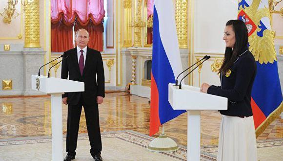 Елена Исинбаева не смогла сдержать чувств на встрече с Путиным