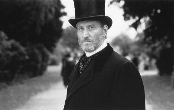 Кто сыграет британского джентльмена лучше, чем Чарльз Дэнс?