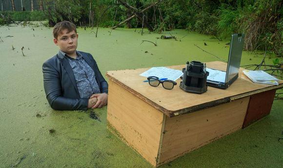 Фотосессия «Школьник в болоте» покорила соцсети