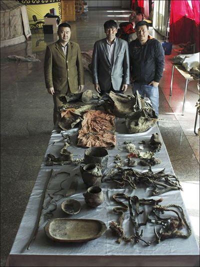 Предметы, найденные рядом с 1500-летней мумией