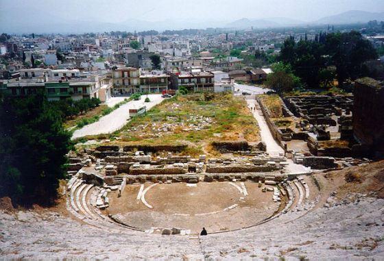 В Агросе древние руины соседствуют с современными домами