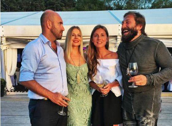 Евгений Чичваркин с Татьяной и друзьями